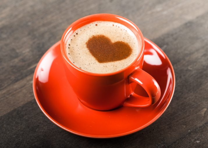 Tasse de café rouge